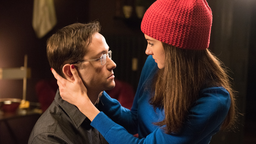 ( Gordon-Levitt and Woodley in Snowden © Open Road Films )